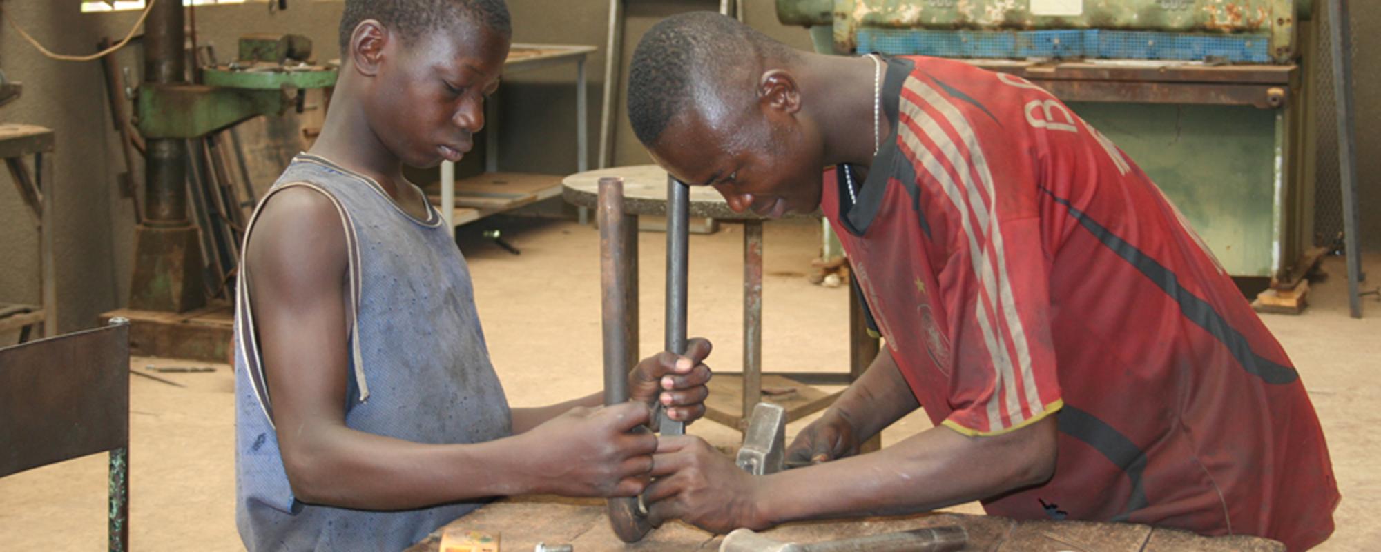 09 04_Formazione di giovani artigiani